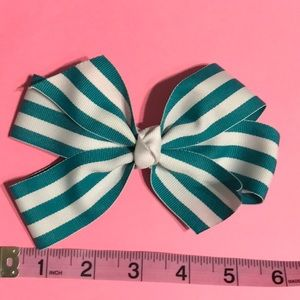 New - Turquoise and white bow